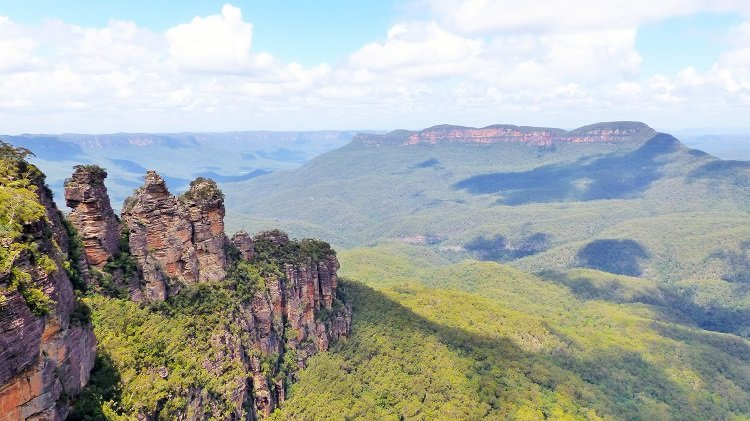 Hiking Australia's Blue Mountains with Colourful Trips