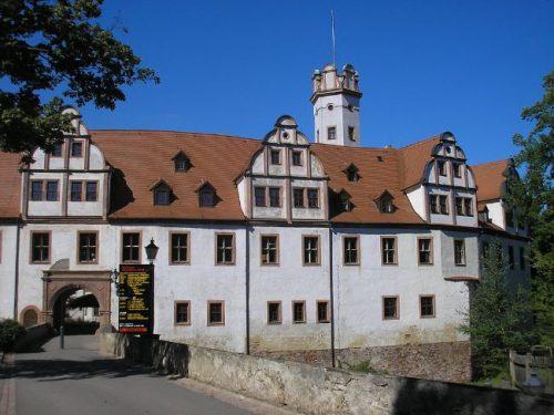 entrace to the white Castle Forderglauchau
