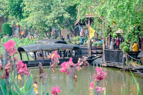 Ayothaya Floating Market in Ayutthaya