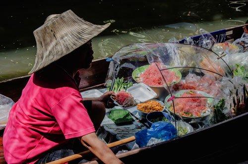Wat Sai Floating Market