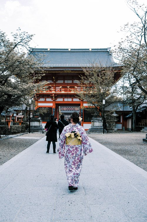Woman wearing kimono at matsuyama park