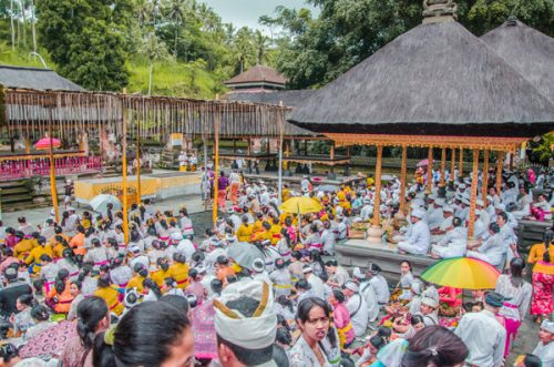 crowds at prayer site at Pura Tirta Empul near ubud