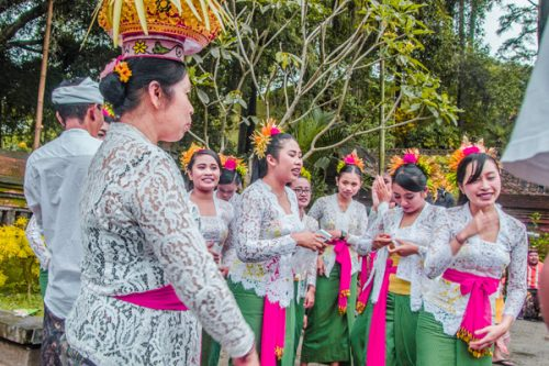 Pura Tirta Empul - celebrations with women in traditional dress