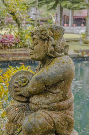 Gunung Kawi Sebatu - statue by the pool