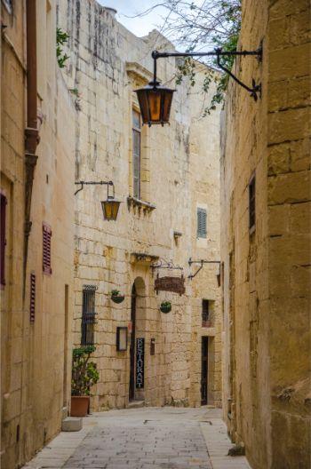narrow alleys in Mdina, Malta