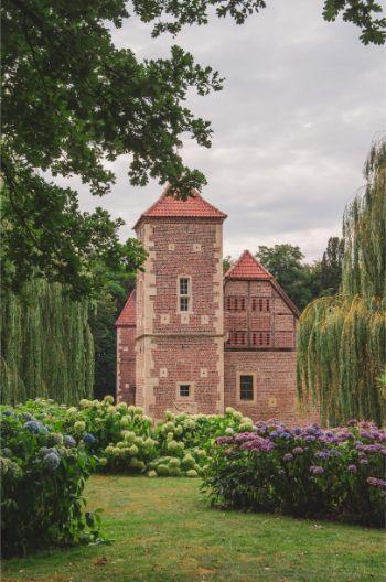 Burg Hülshoff seen behind hortensia bushes