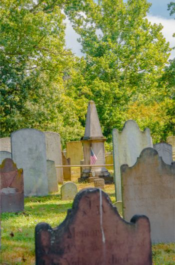wide shot of multiple sleepy hollow graves, NY