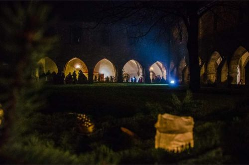 Naumburg Cathedral's courtyard during Christmas market at night