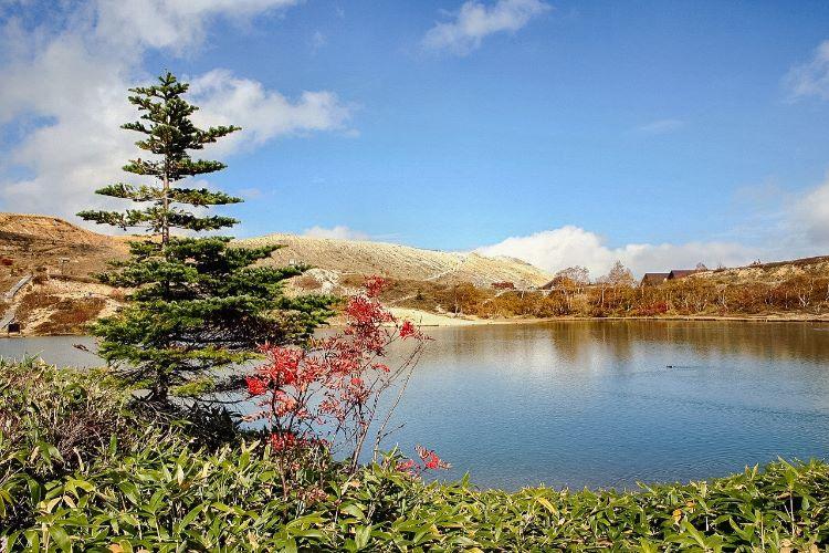 mt shirane with lake in Takayama