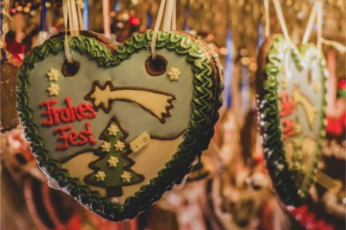 lebkuchen hearts at a German christmas market